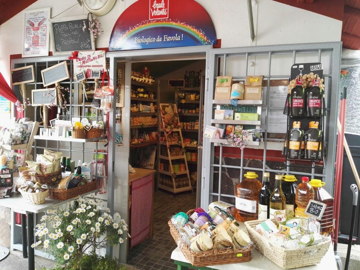Il negozio della fonte Santo Stefano con le specialità Bio del territorio
