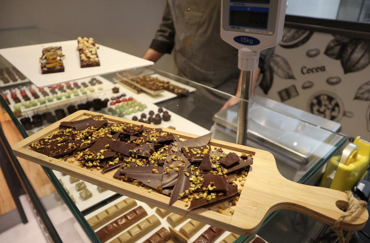 cioccolato fatto con cacao di São Tome al 78% con granella di pistacchio e nocciola delle Langhe