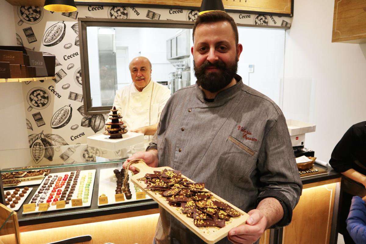 Valerio Esposito - Con il suo cioccolato fatto con cacao di São Tome al 78% con granella di pistacchio e nocciola delle Langhe.  Degustazione gratuita sempre
