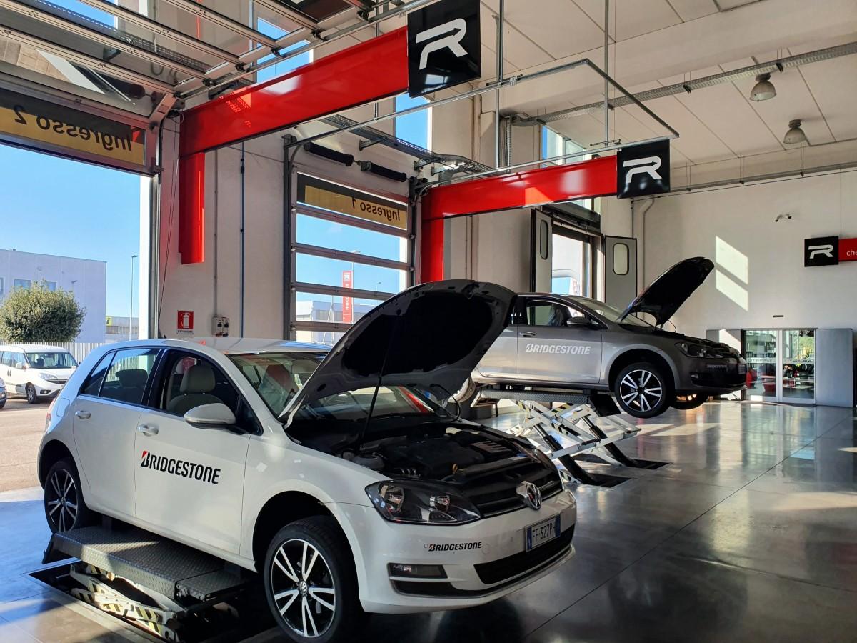 Officina sicura anche grazie agli oltre 2.000 mq. Spazi ampi in cui operatori e clienti possono lavorare e muoversi alla giusta distanza