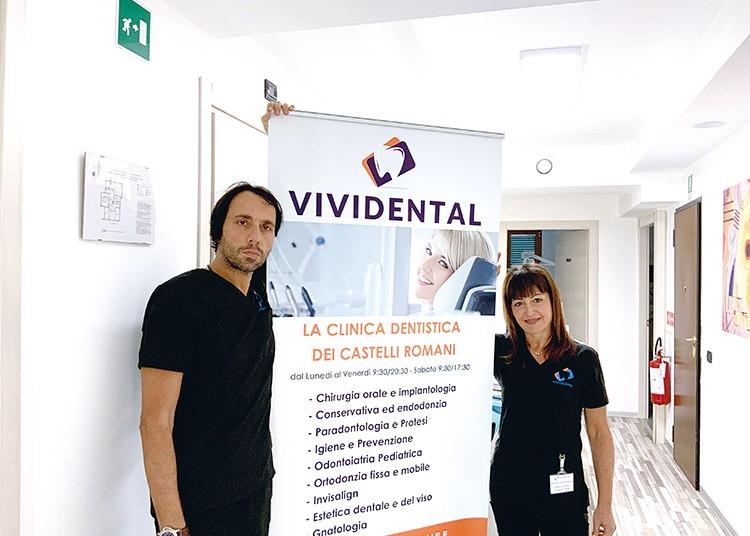 Dottoressa Laura Graziosi Direttore Sanitario e dottor Massimo Vigliotti Direttore Generale di Vividental