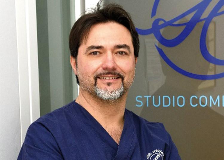 Dottor sandro compagni Master in Gnatologia Perfezionato in Odontoiatria Sportiva Master in Parodontologia Master in Odontologia Forense